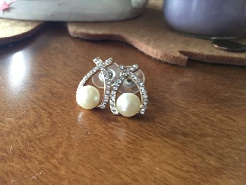 Elizabeth S. review of Gold Crystal Pearl Earrings