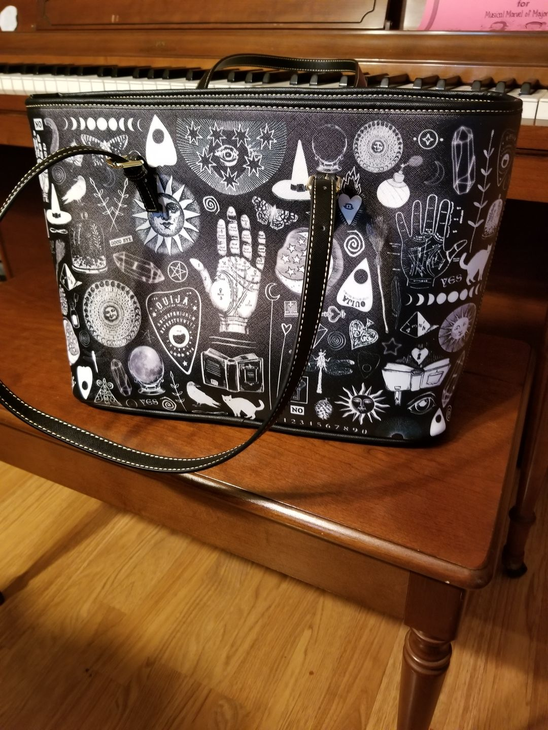 Lindsay G. review of Witch Please - Big artificial leather bag.