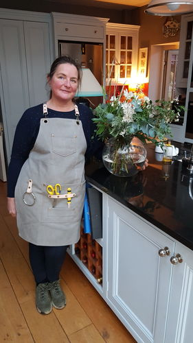 Fiona T. review of Garden/Florist Apron - Waxed Canvas Smock for Florist or Gardening Tools